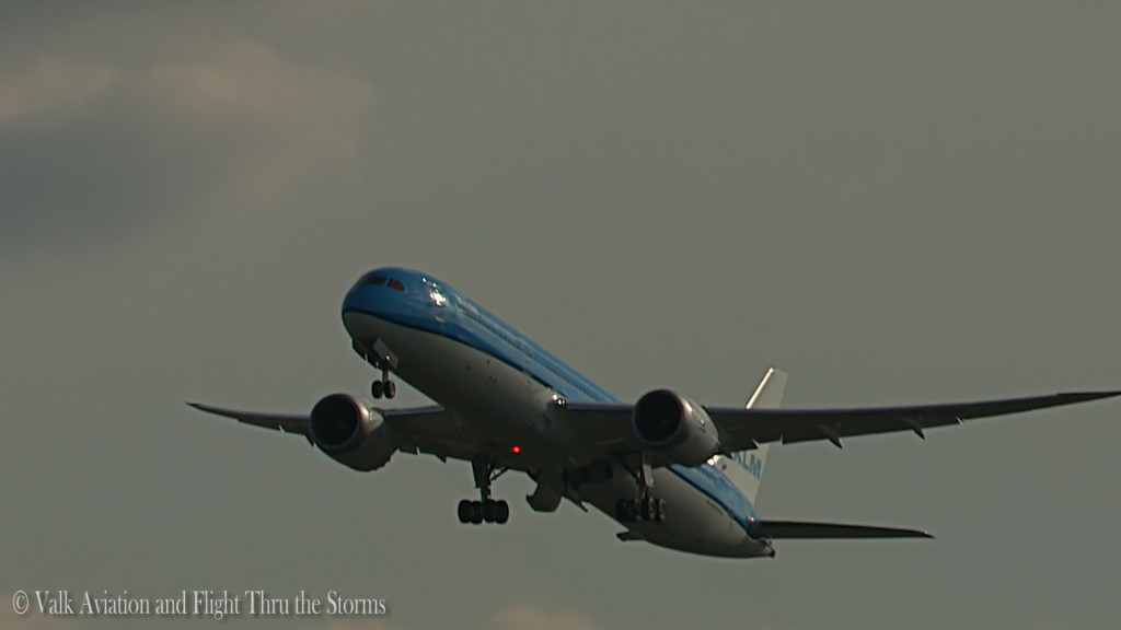 KLM B789 - PH-BHD @ newest dreamliner.Still005
