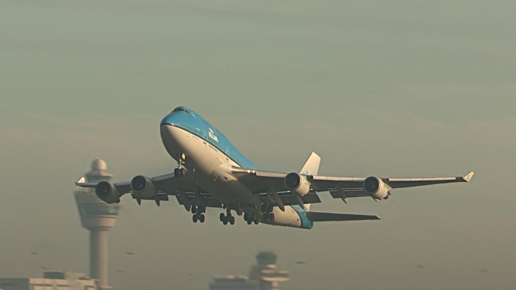 Last FLight KLM B747 Cpt J.H. Holm @ KL785.Still005