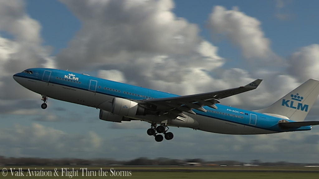 Last Flight of Captain Eric Zaar @ KLM A330.00_02_17_11.Still005