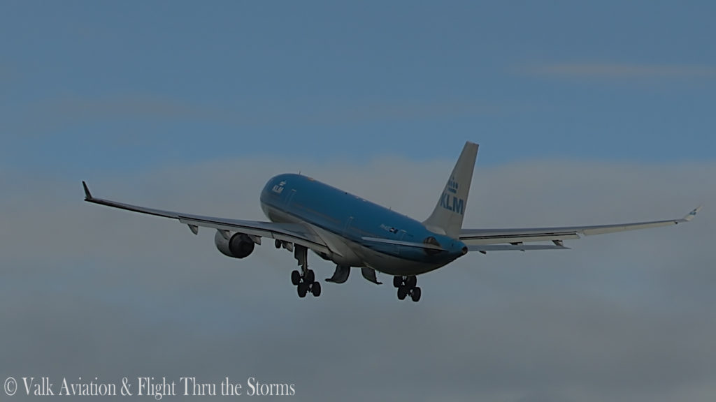 Last Flight of Captain Eric Zaar @ KLM A330.00_02_24_10.Still007