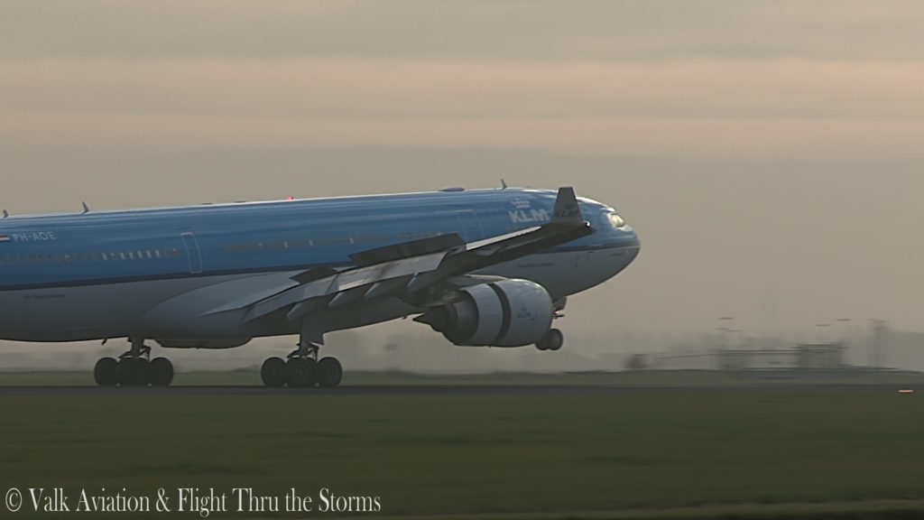 Last Flight of Captain Eric Zaar @ KLM A330.00_06_28_09.Still017