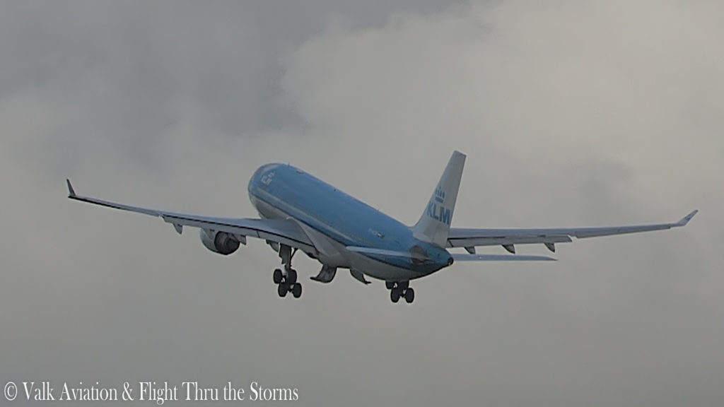 Last Flight of Captain Johan van der Sluis @ KLM A330.00_01_28_05.Still006