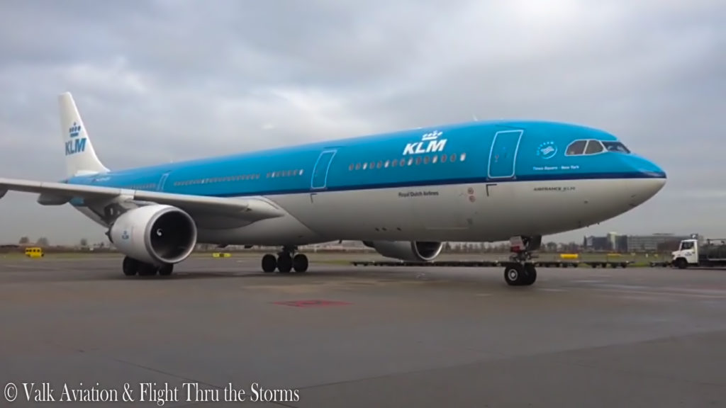 Last Flight of Captain Johan van der Sluis @ KLM A330.00_09_08_20.Still017
