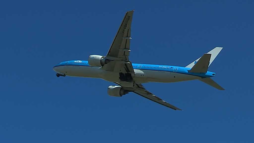 Last Flight of Charlot Engels @ Cpt KLM B777.Still006