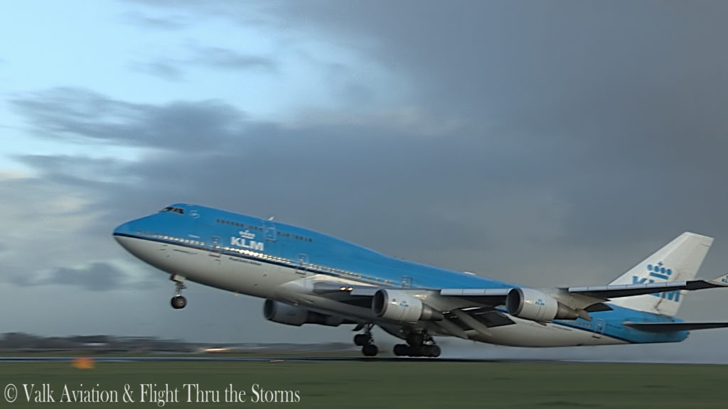 Last Flight of First Officer Rob Willekes @ KLM B747.00_04_01_19.Still008