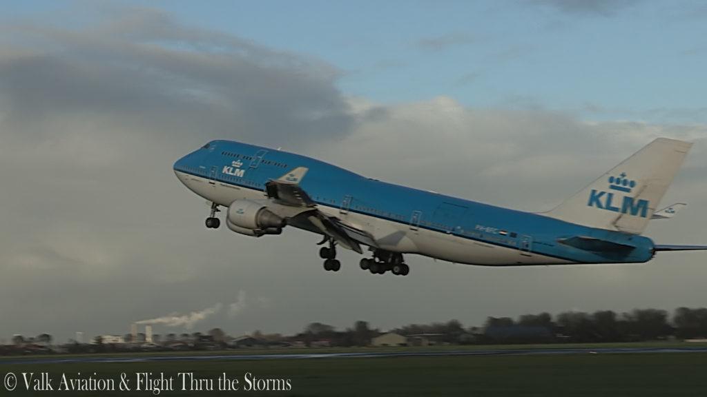 Last Flight of First Officer Rob Willekes @ KLM B747.00_04_04_20.Still010