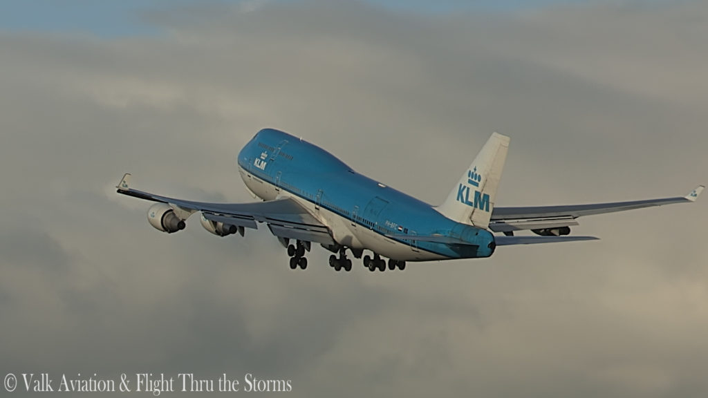 Last Flight of First Officer Rob Willekes @ KLM B747.00_04_08_08.Still012