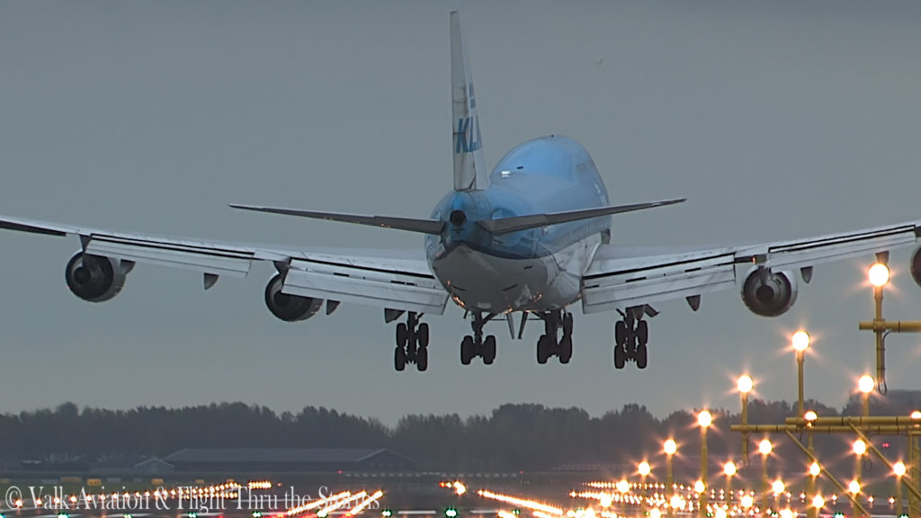 Last Flight of First Officer Rob Willekes @ KLM B747.00_11_02_04.Still018