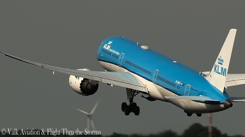 Last Flight of KLM Captain Ad Barla @ B777-789.00_02_41_05.Still011