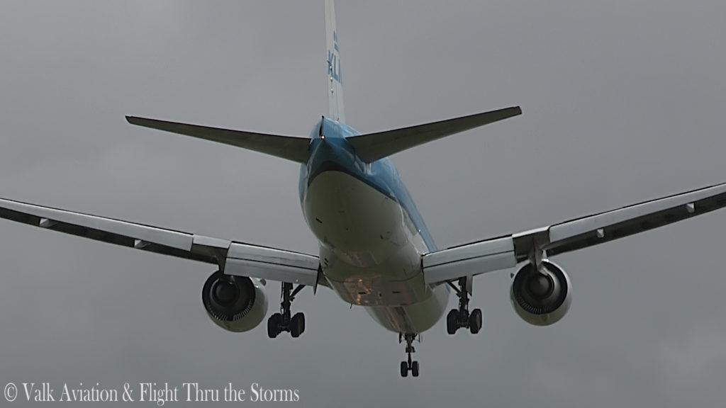 Last flight of Captain Paul Melkert @ KLM B777.00_05_16_12.Still014