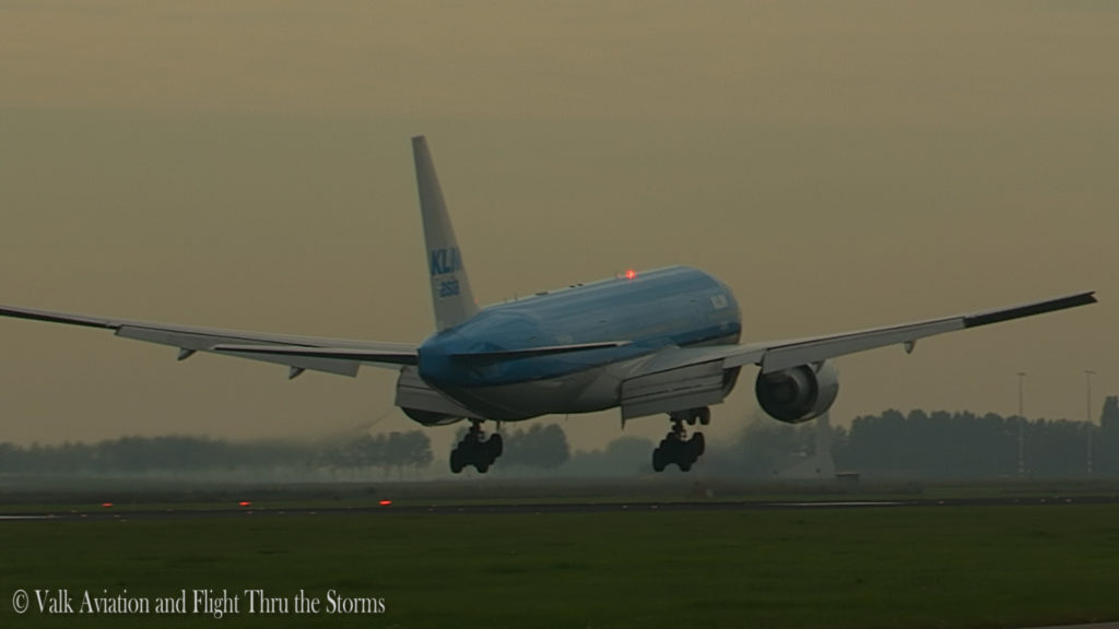 last-flight-of-captain-rien-bastiaanse-klm-b777-still003