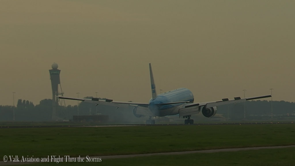 last-flight-of-captain-rien-bastiaanse-klm-b777-still004
