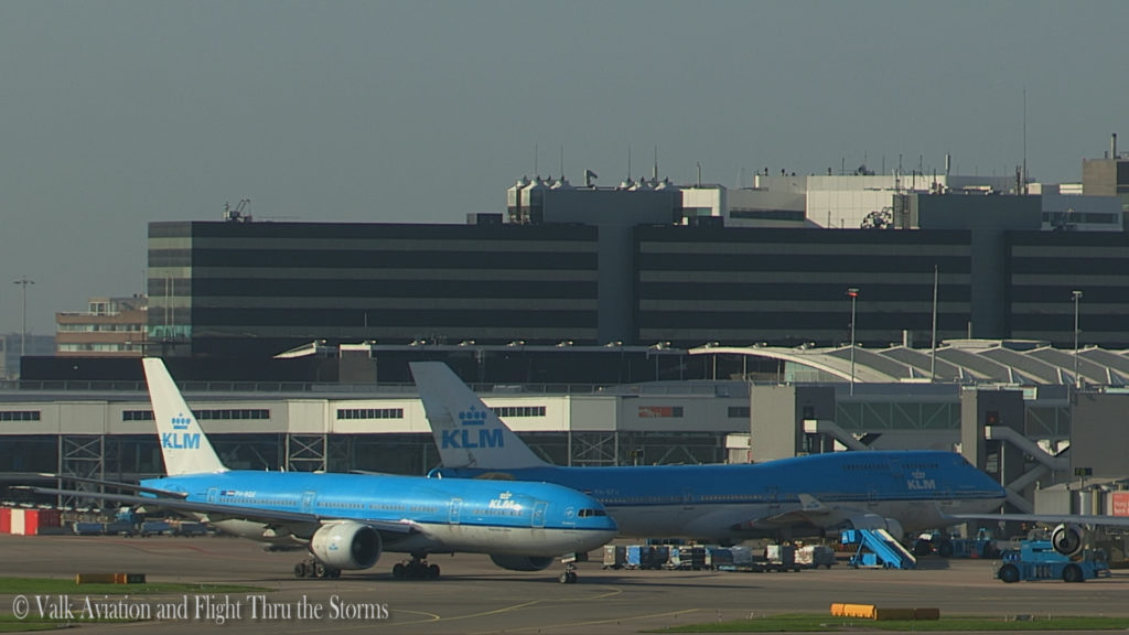 last-flight-of-captain-rien-bastiaanse-klm-b777-still009