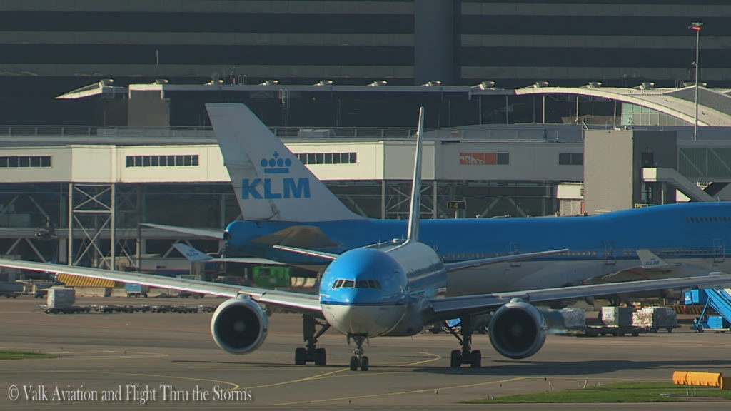 last-flight-of-captain-rien-bastiaanse-klm-b777-still011