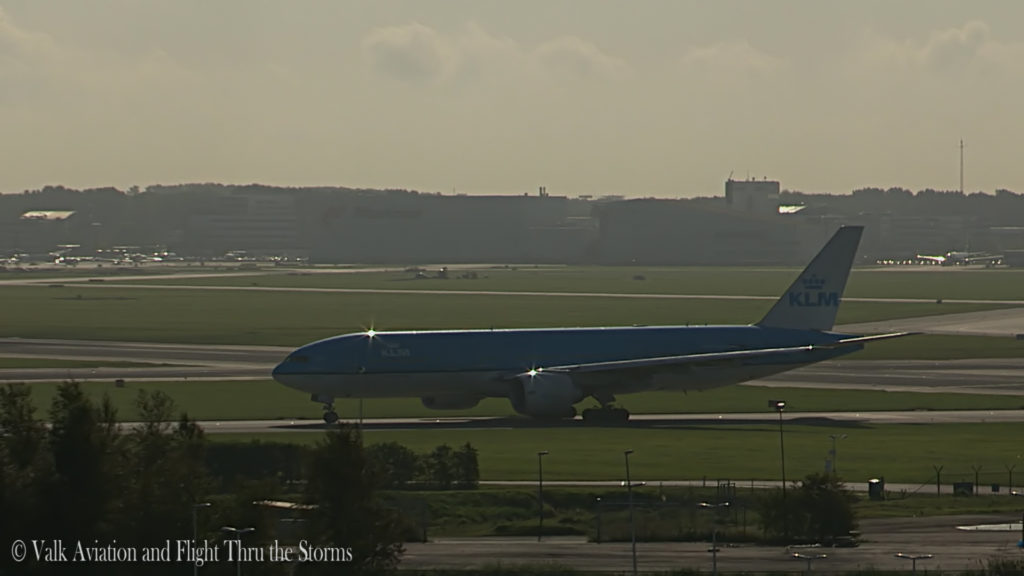 last-flight-of-captain-rien-bastiaanse-klm-b777-still014
