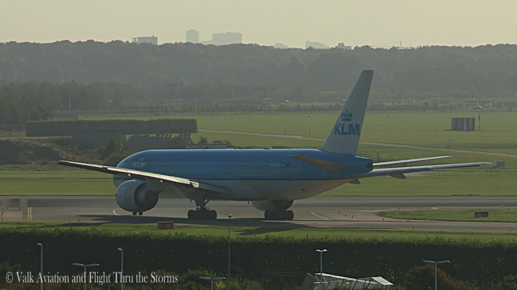 last-flight-of-captain-rien-bastiaanse-klm-b777-still015