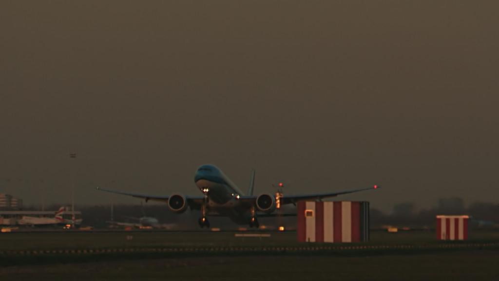 Last flight of René v d Vliet @ Cpt KLM B777.Still005