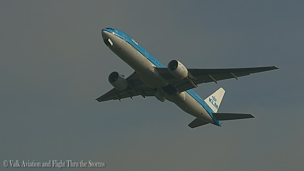 Last flight of Ron Engels @ Cpt KLM B777.Still004