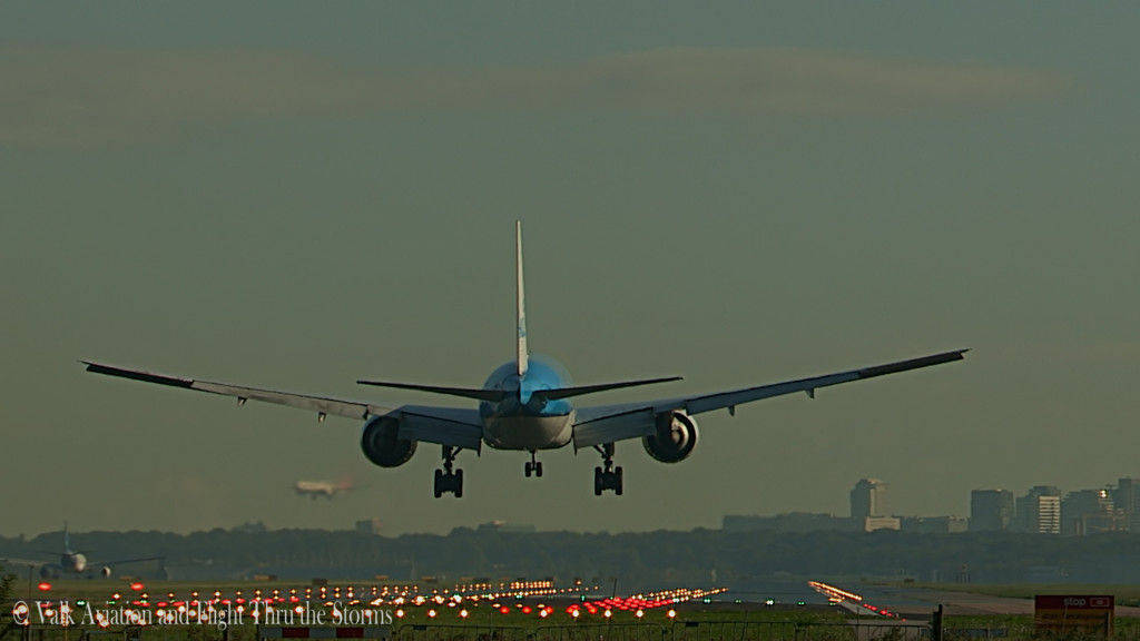 Last flight of Ron Engels @ Cpt KLM B777.Still015