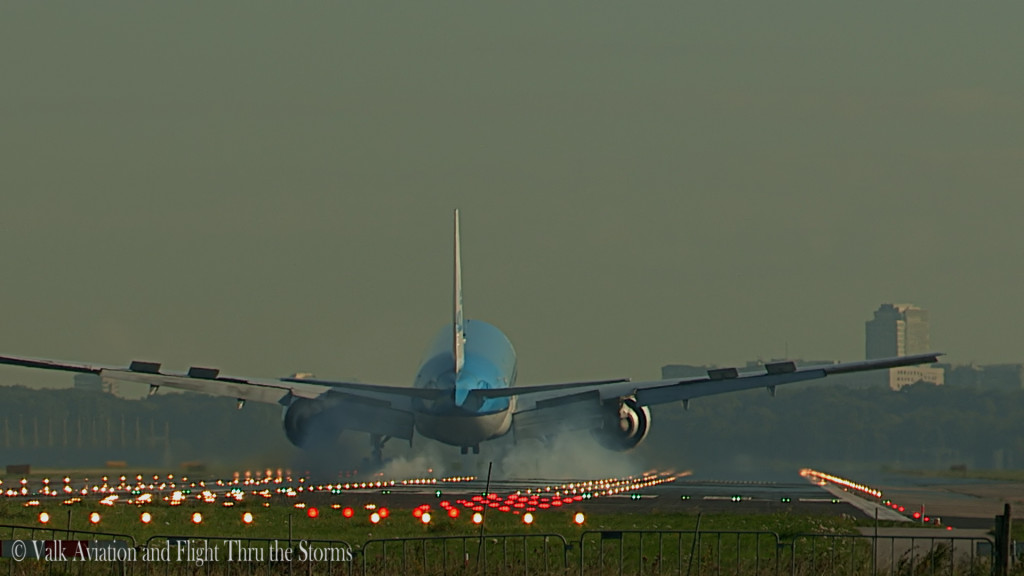 Last flight of Ron Engels @ Cpt KLM B777.Still017