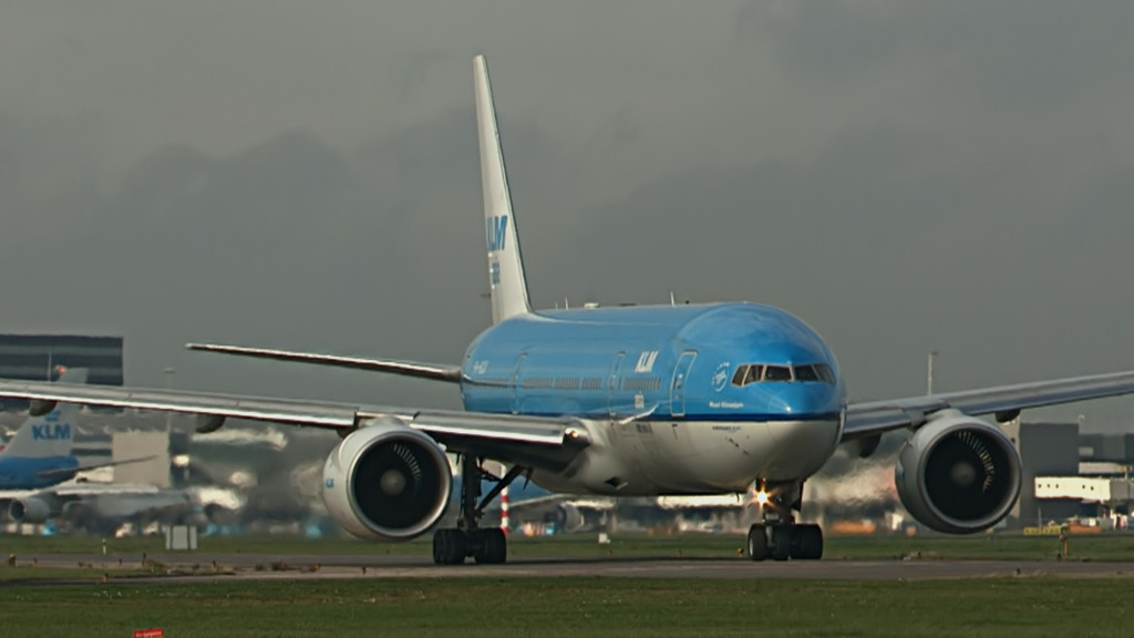 Last flight of Rutger Vossen @ KLM B777.Still002