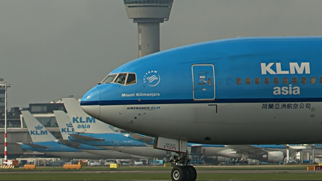 Last flight of Rutger Vossen @ KLM B777.Still007