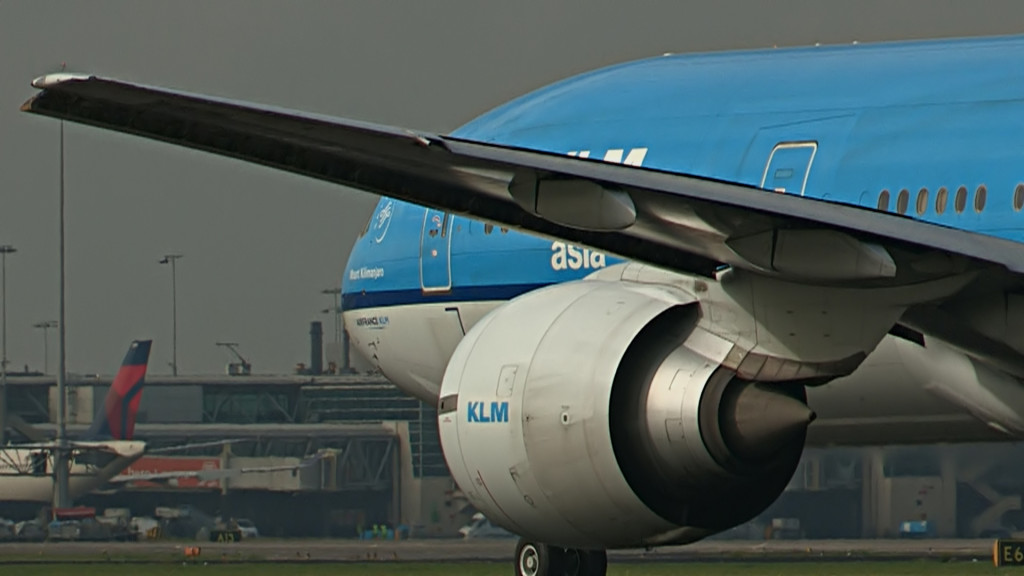 Last flight of Rutger Vossen @ KLM B777.Still011