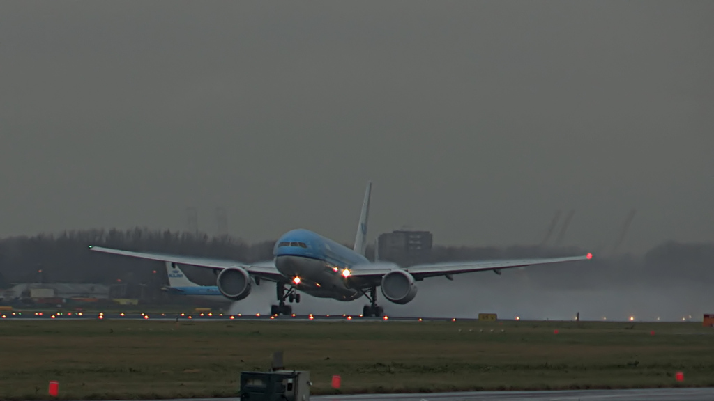 Last flight of Willem Hijmans @ KLM B777.Still005