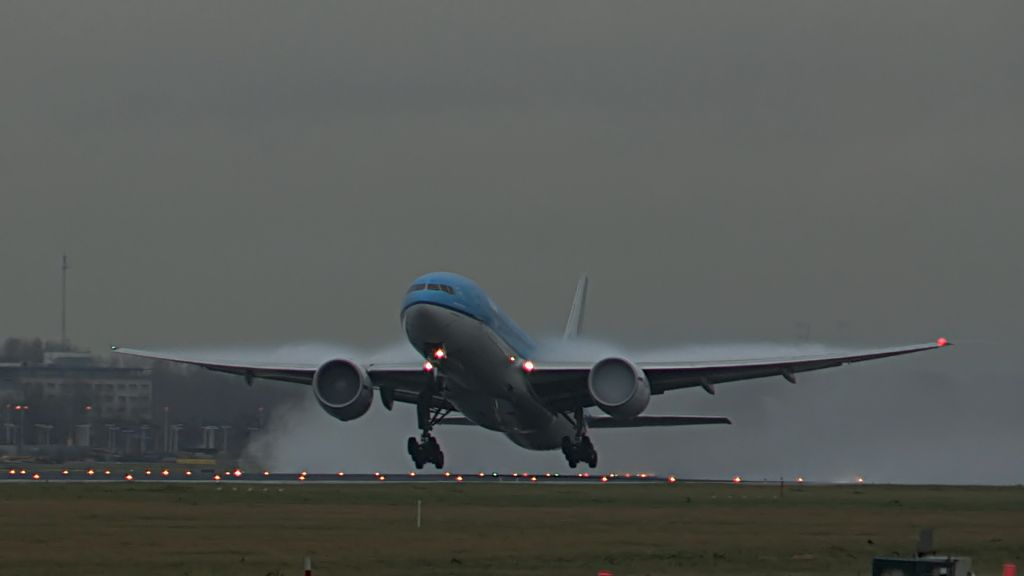 Last flight of Willem Hijmans @ KLM B777.Still008