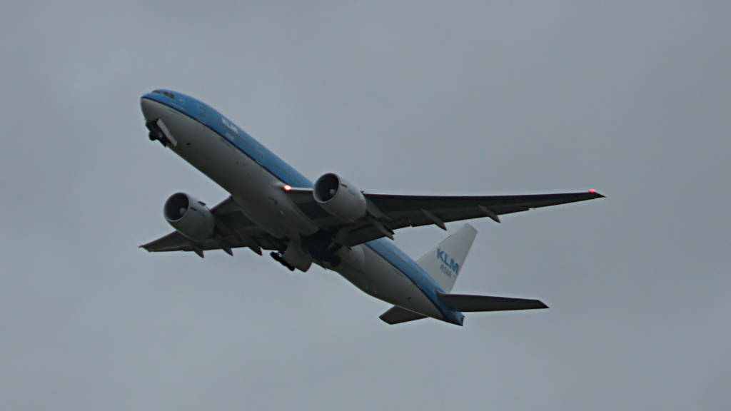 Last flight of Willem Hijmans @ KLM B777.Still012