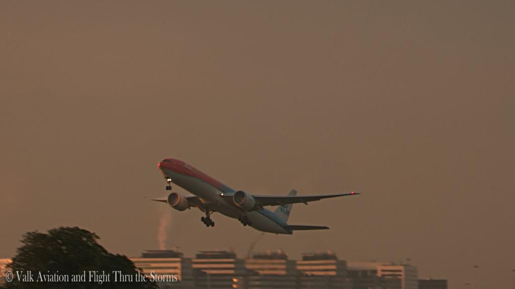 Orange pride @ KLM PH-BVA.Still003