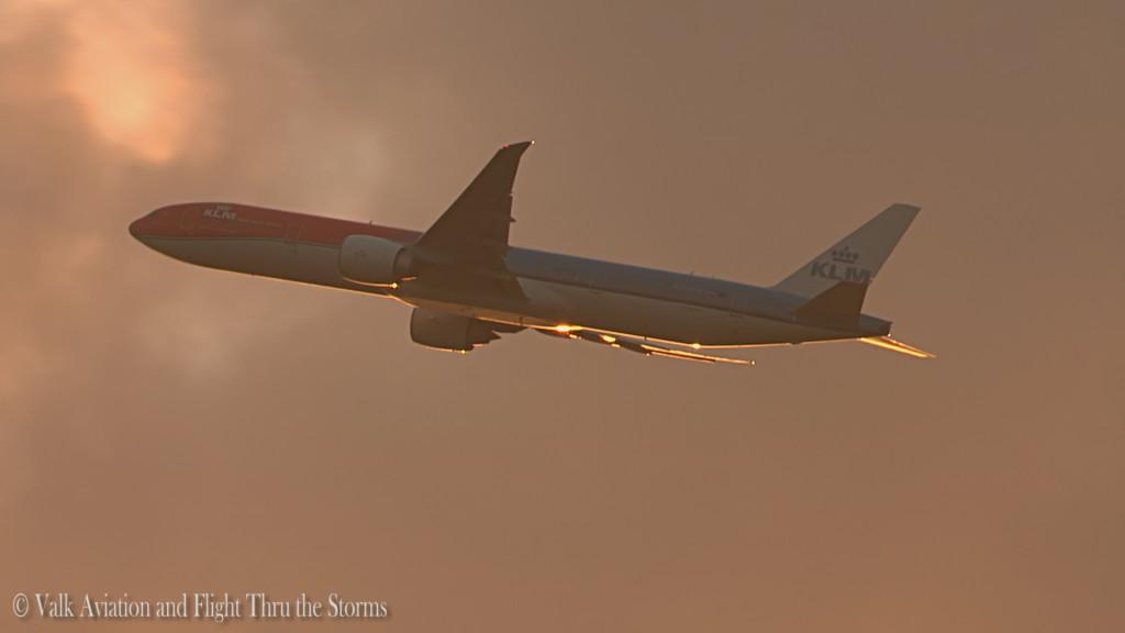 Orange pride @ KLM PH-BVA.Still008