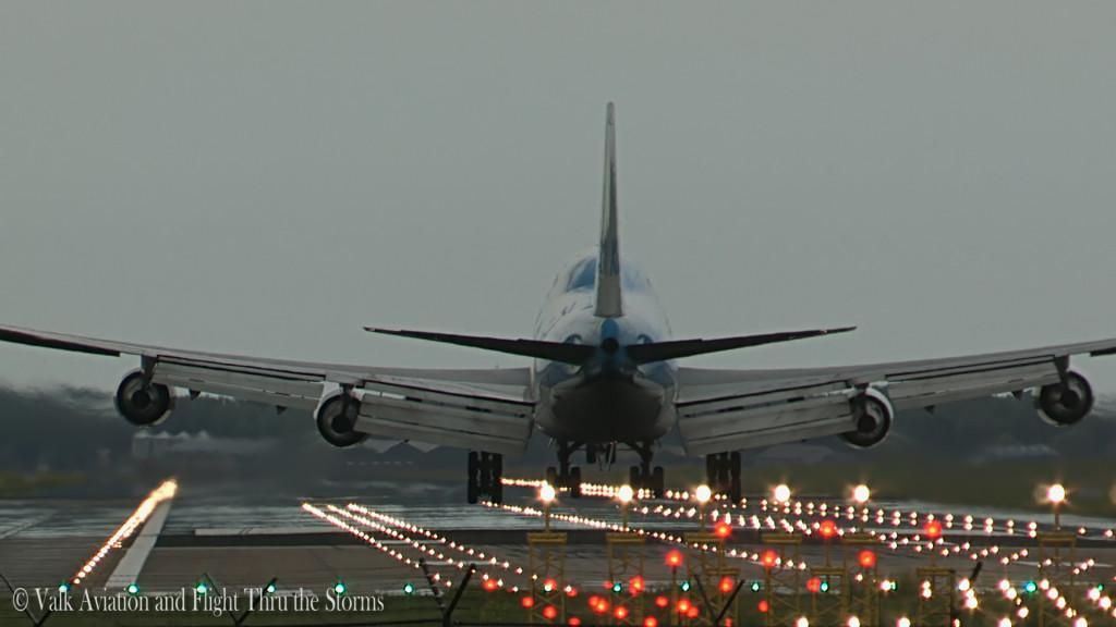 Runway 27.Still009