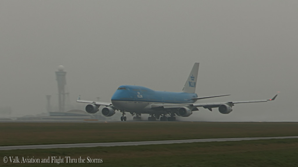 Spray Takeoff KL871 @ KLM B747 Cpt Eelco Niemeyer.Still002