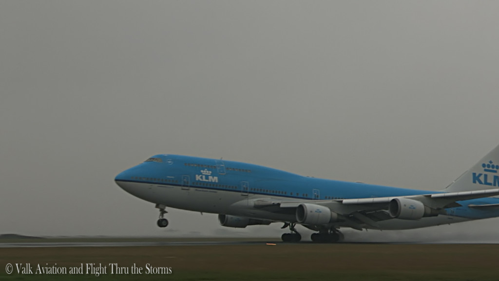 Spray Takeoff KL871 @ KLM B747 Cpt Eelco Niemeyer.Still004