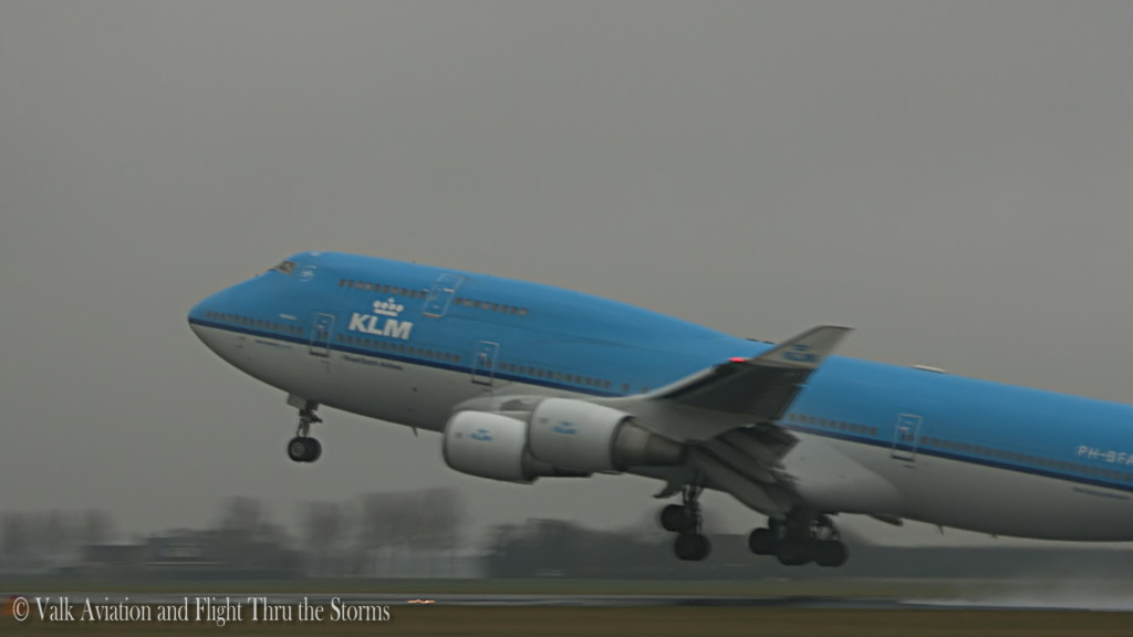 Spray Takeoff KL871 @ KLM B747 Cpt Eelco Niemeyer.Still006