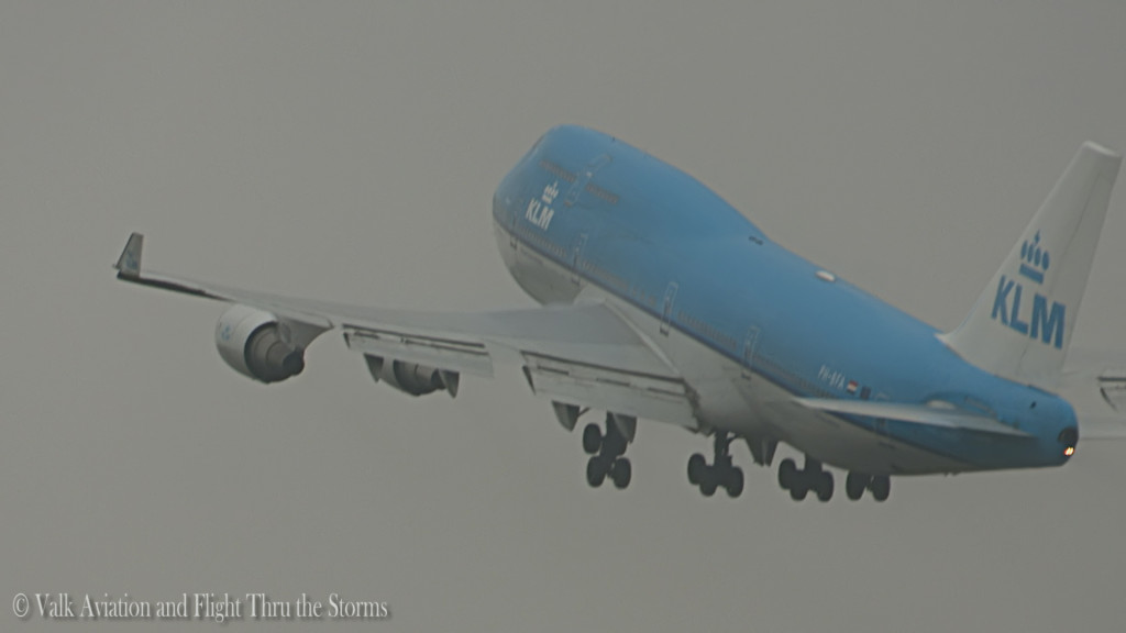 Spray Takeoff KL871 @ KLM B747 Cpt Eelco Niemeyer.Still010